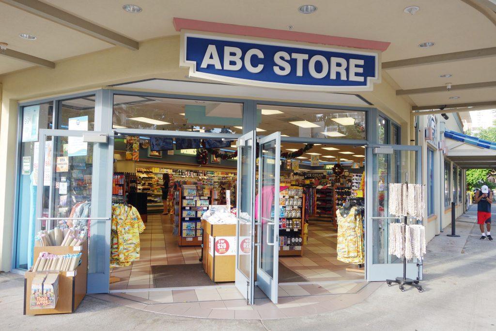 【夏威夷旅遊】必逛的ABC Stores。從食物到土產紀念品海灘用具一應俱全的連鎖便利商店