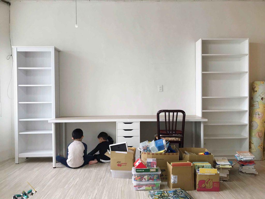 【客廳書房小改造】之 DIY油漆與耐磨塑膠地板施工