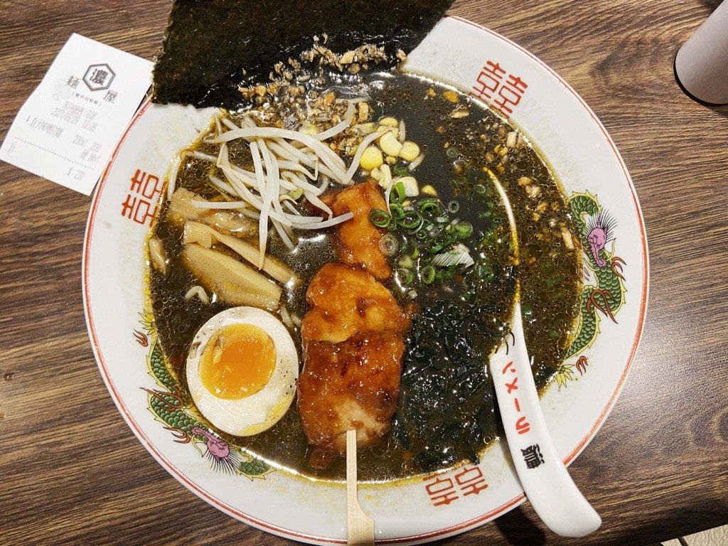 【麵屋。濃 林口長庚店】超美味湯頭、麵條、唐揚雞。滿滿的日本風味拉麵推薦!林口長庚平價美食